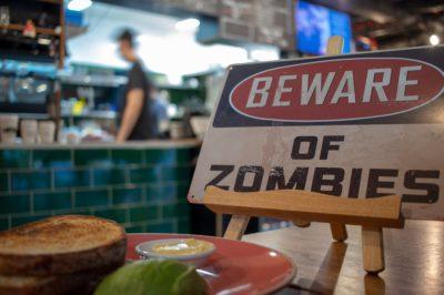 Zombie science. Surowy materializm jako pożywka dla teorii Darwina