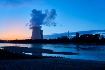 Naturalne i sztuczne reaktory jądrowe: świadectwo celowości w produkcji energii?