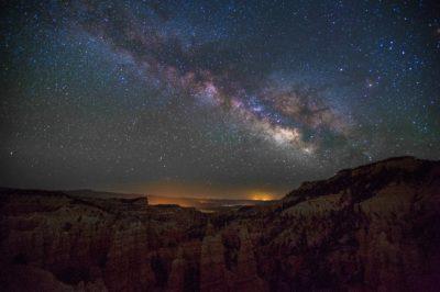 Czy prawa fizyki są takie same w całym Wszechświecie?